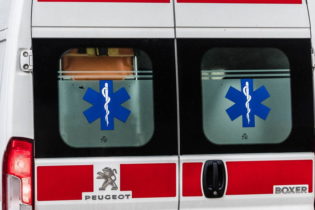 Vozači saniteta iz cijele zemlje šokirani modelom izračuna nagrade za rad s Covid pacijentima: 'Krajnje sramotno'