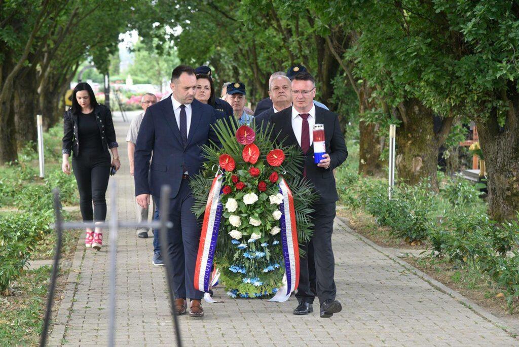 Uz Dan anitifašističke borbe položeni vijenci u Slavonskom Brodu…