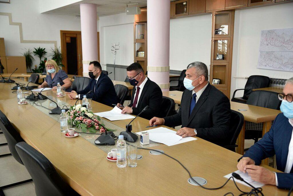 Potpisani sporazumi o kupoprodaji nekretnina i sufinanciranje vanjskih suradnika za sveučilište u Slavonskom Brodu…